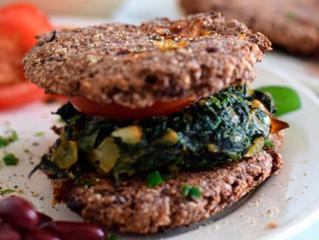Vegetarischer Low Carb Burger mit Süßkartoffelpommes