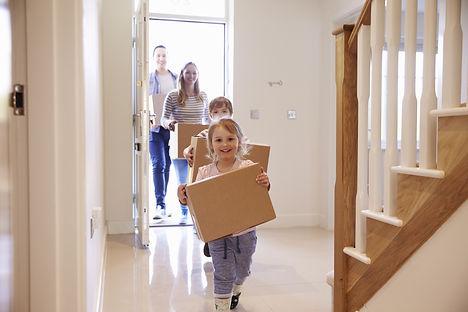 famille qui déménage shutterstock_451241