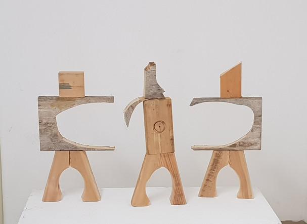שלושה פסלים משאריות עץ.jpg