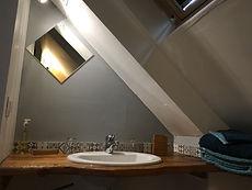 La Halte de Coat Carrec | Salle d'eau privative : douche, WC, lavabo, linge de toilette Sylvie Thiriez, savon bio