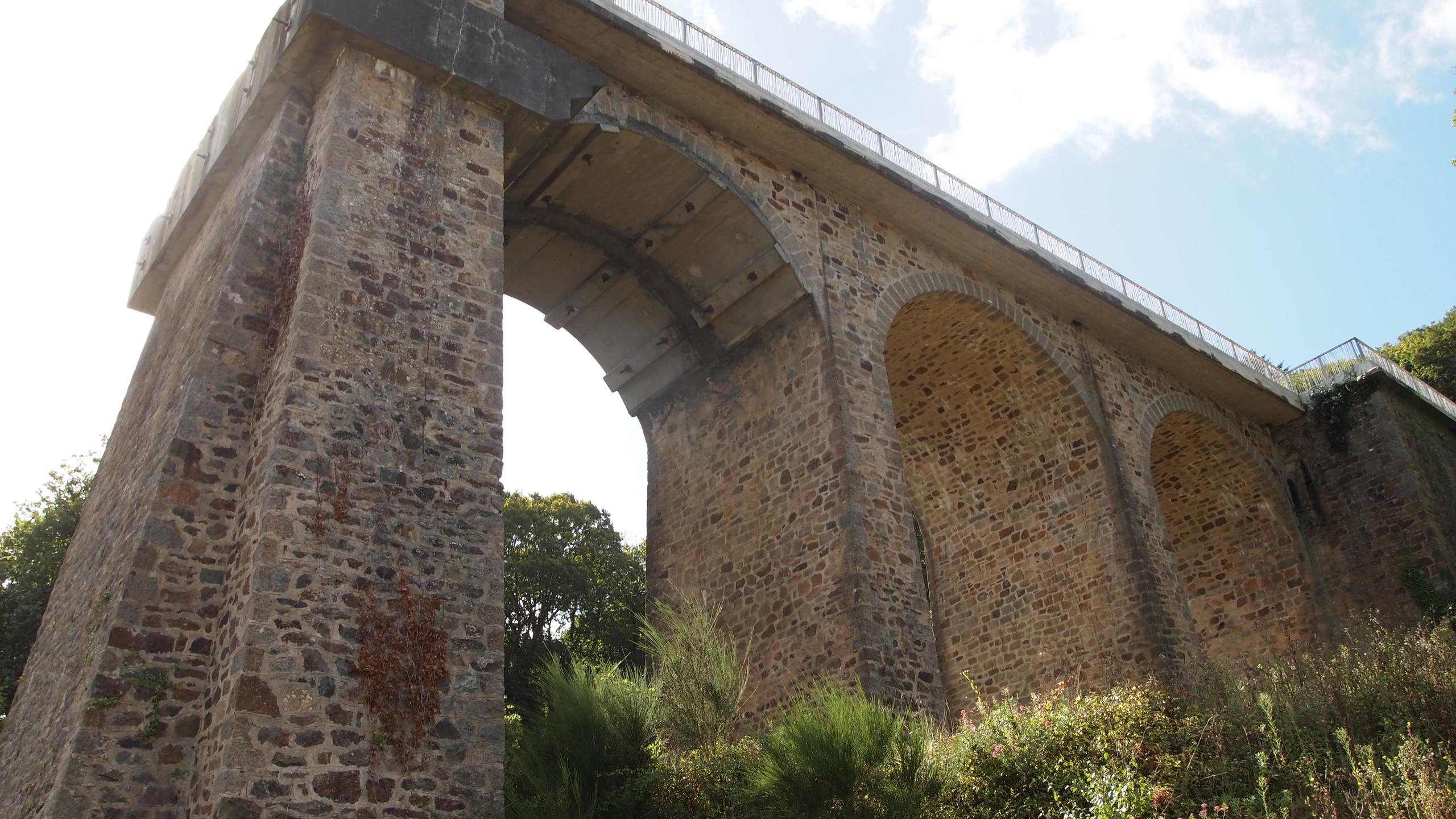 Ancien pont de Térénez