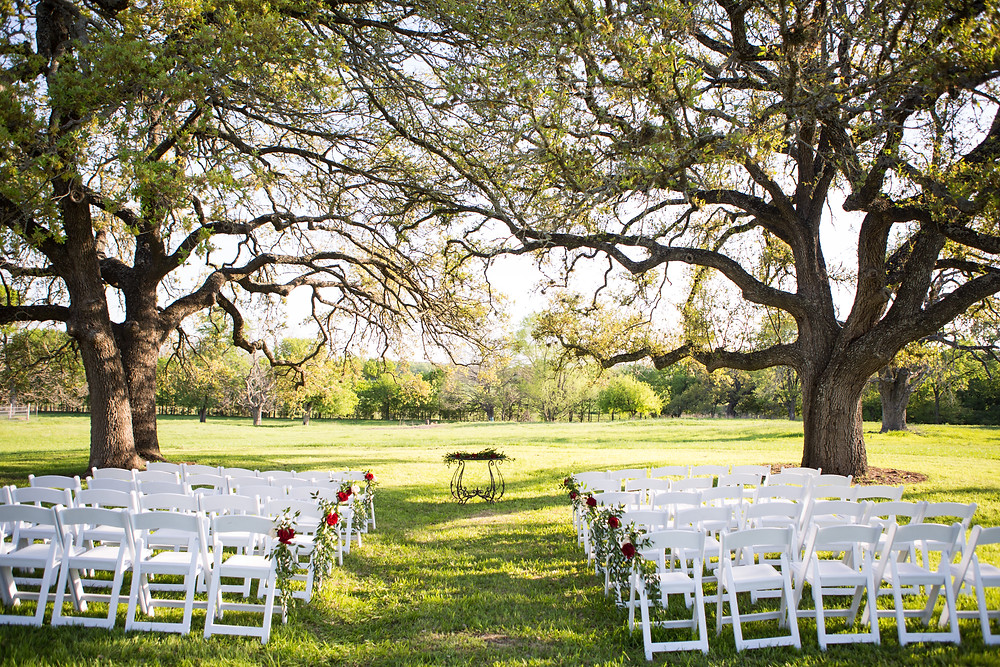 Outdoor wedding ceremony under the trees at La Rio Mansion