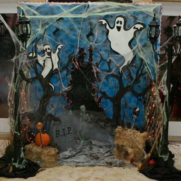 DIY Halloween Photobooth Oct. 28