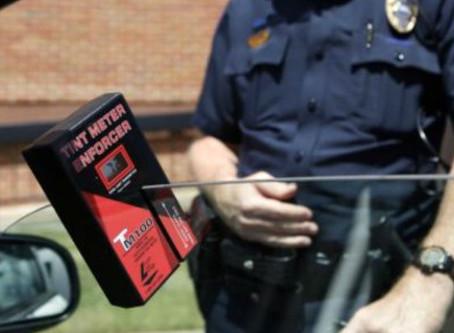 Hogyan szabályos az autóüveg fóliázás?
