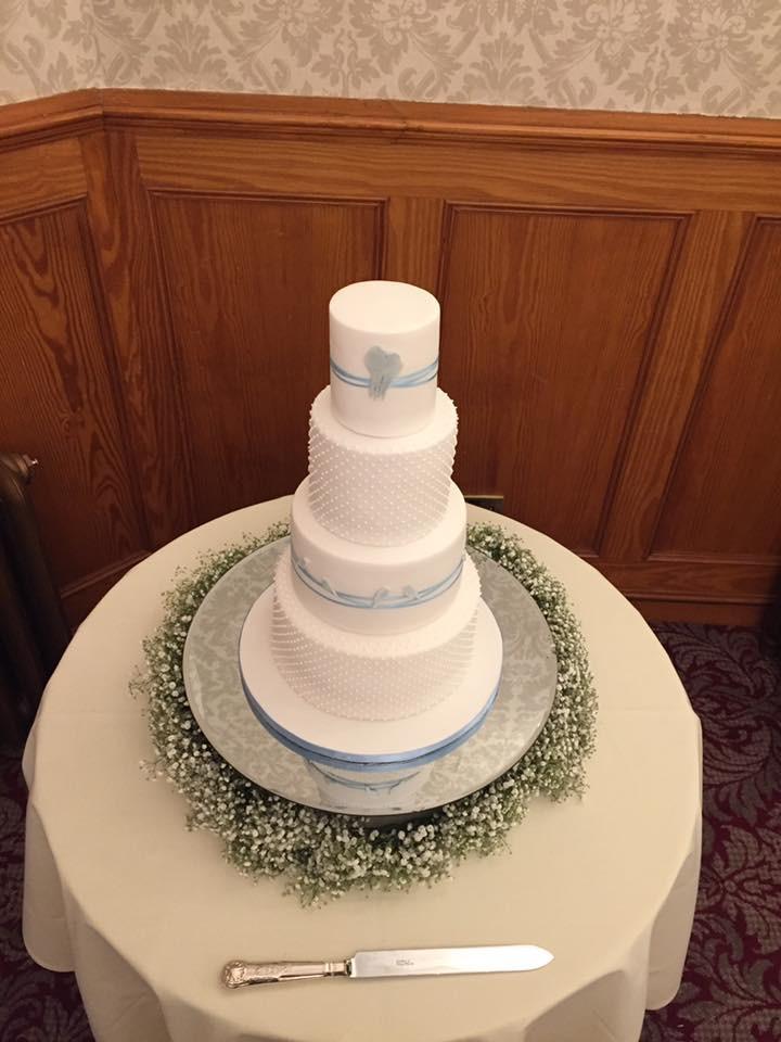 Exceptional wedding cake.