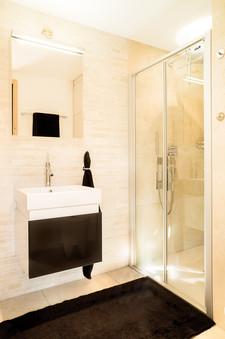 Duplex Engadin_shower.jpg
