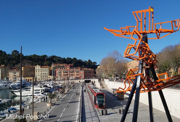 Le tram 2 arrive sur le port de Nice by Webdesigner06