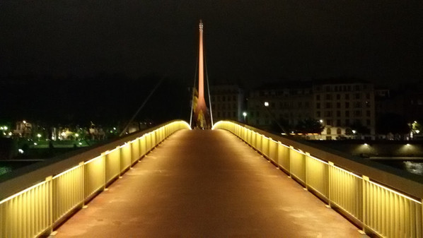 Pont piètons Lyon by Webdesigner06