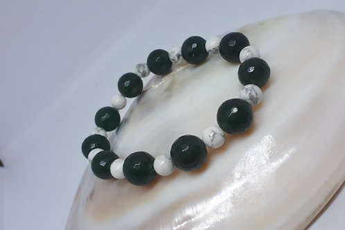 Dark green quartzite and white howlite stretchy bracelet