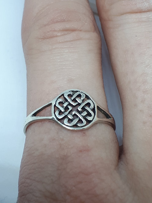 Sterling silver celtic knot circle ring - UK size P