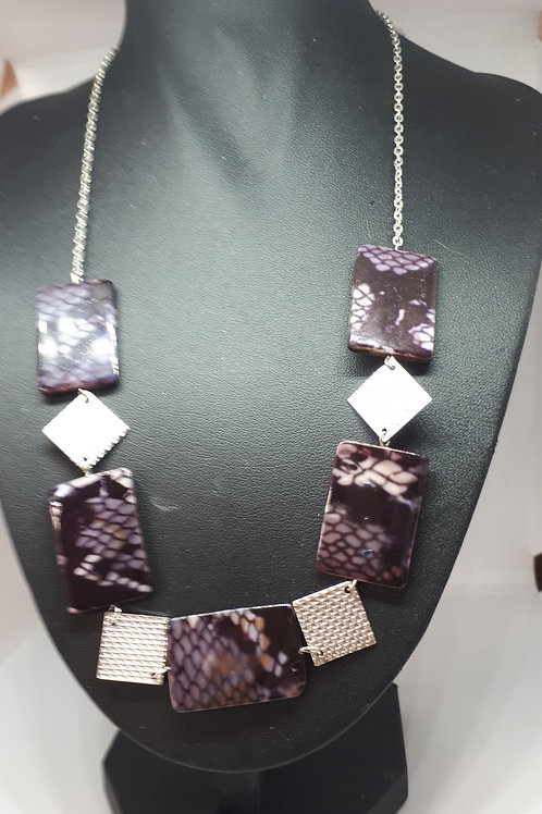 Silver plated patterned shell necklace