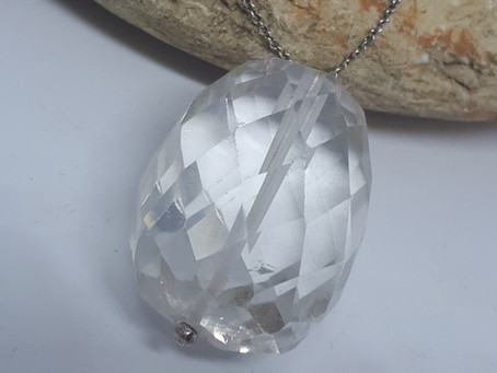Clear Quartz: Geology, History and Crystal healing properties!