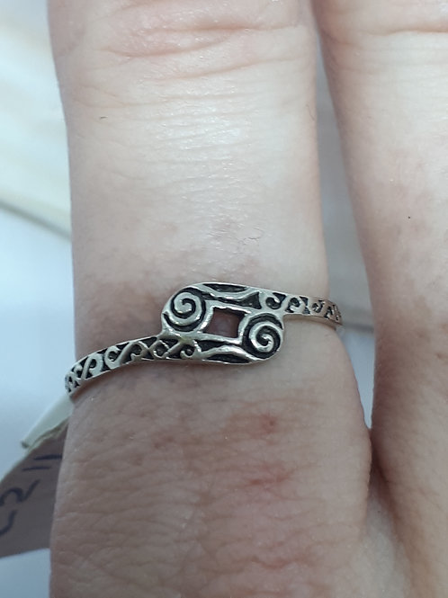 Sterling silver celtic styled swirl ring - UK size O