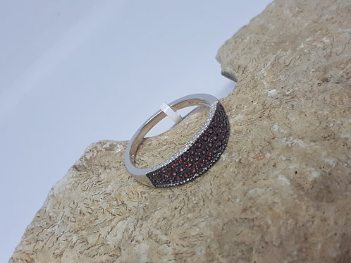 Two tone Sterling silver wine garnet band ring - UK size N
