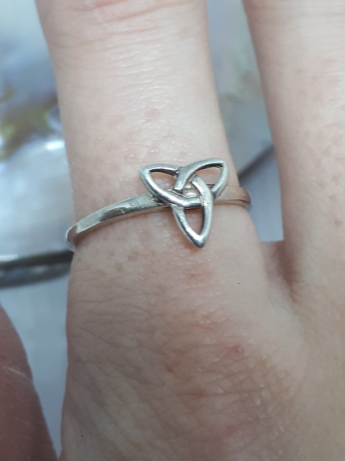 Sterling silver celtic ring - UK size P
