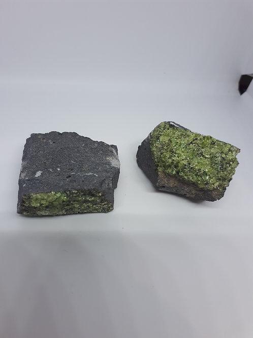 Olivine natural (1 piece)