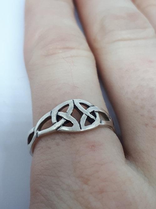 Sterling silver celtic ring - UK size P