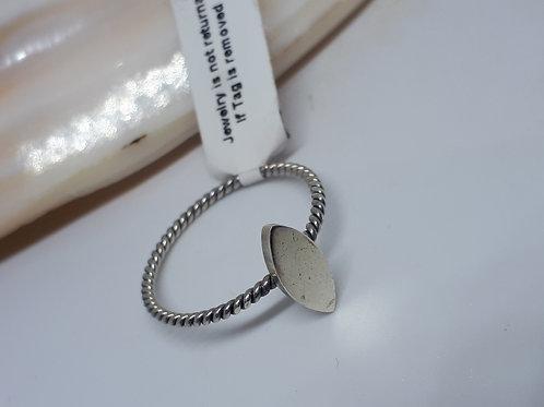 Sterling silver plain petal ring -UK size W