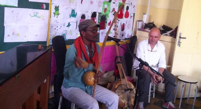 ISJA - DKR - MUSIQUE - Rencontre avec l'artiste Pape Dieye 3/3