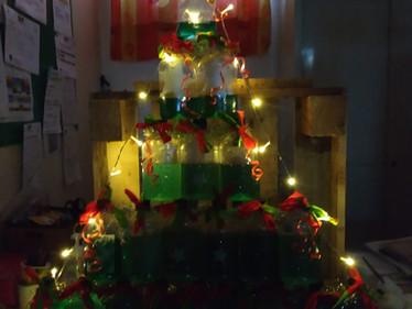 Entre sciences et recyclage : Le magnifique sapin de Noël des Passerelle !!!!