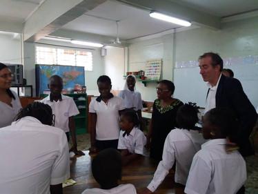 "L'ambassadeur de France a visité l'ISJA, ""établissement historique"" de Dakar..."