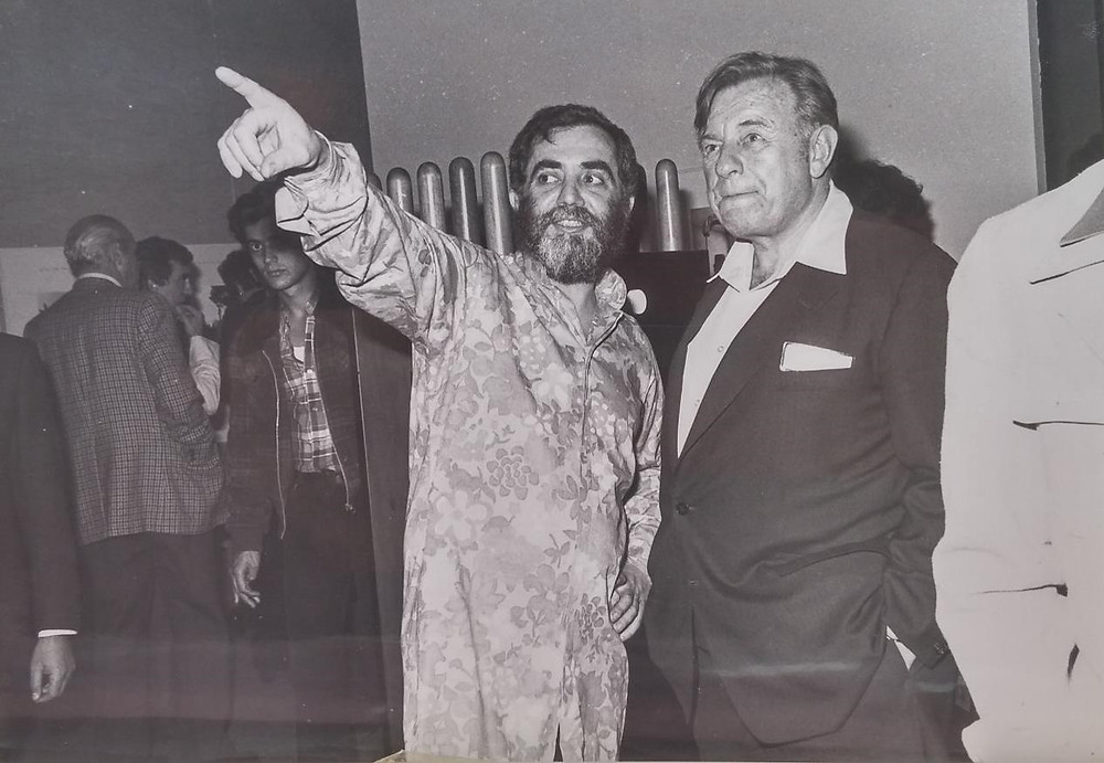 טדי קולק ואיזיקה בפתיחת התערוכה של דן רייזינגר 1976