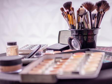 Cours d'auto-maquillage, apprendre à réaliser un make-up naturel et soigné.