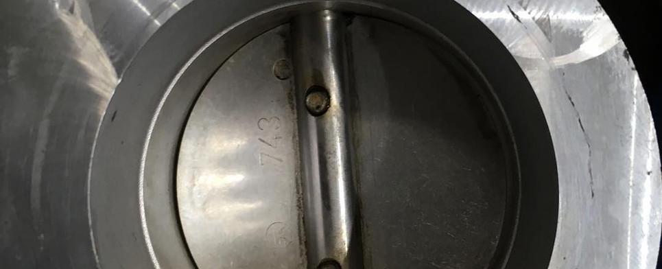 Zanesená škrtiaca klapka po vyčistení