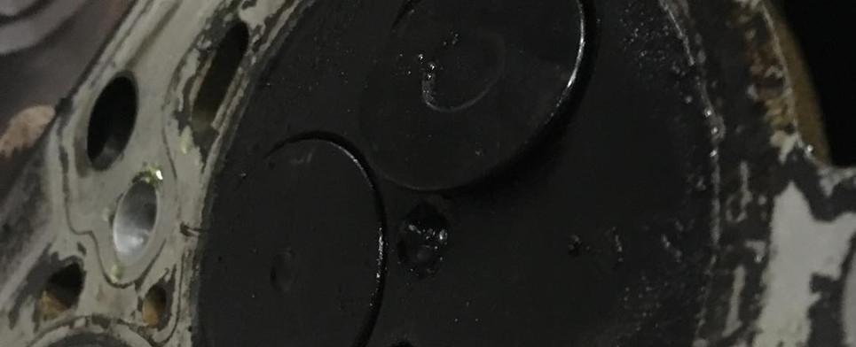 Poškodené ventily po stretu motora