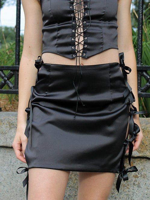 The Fae Skirt in Black
