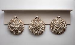 Tres Escudos, 2020, madera, lapas, cuero, 36 cm diameter