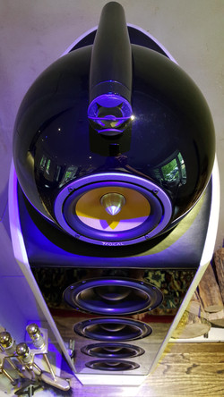 B&W  stone speaker