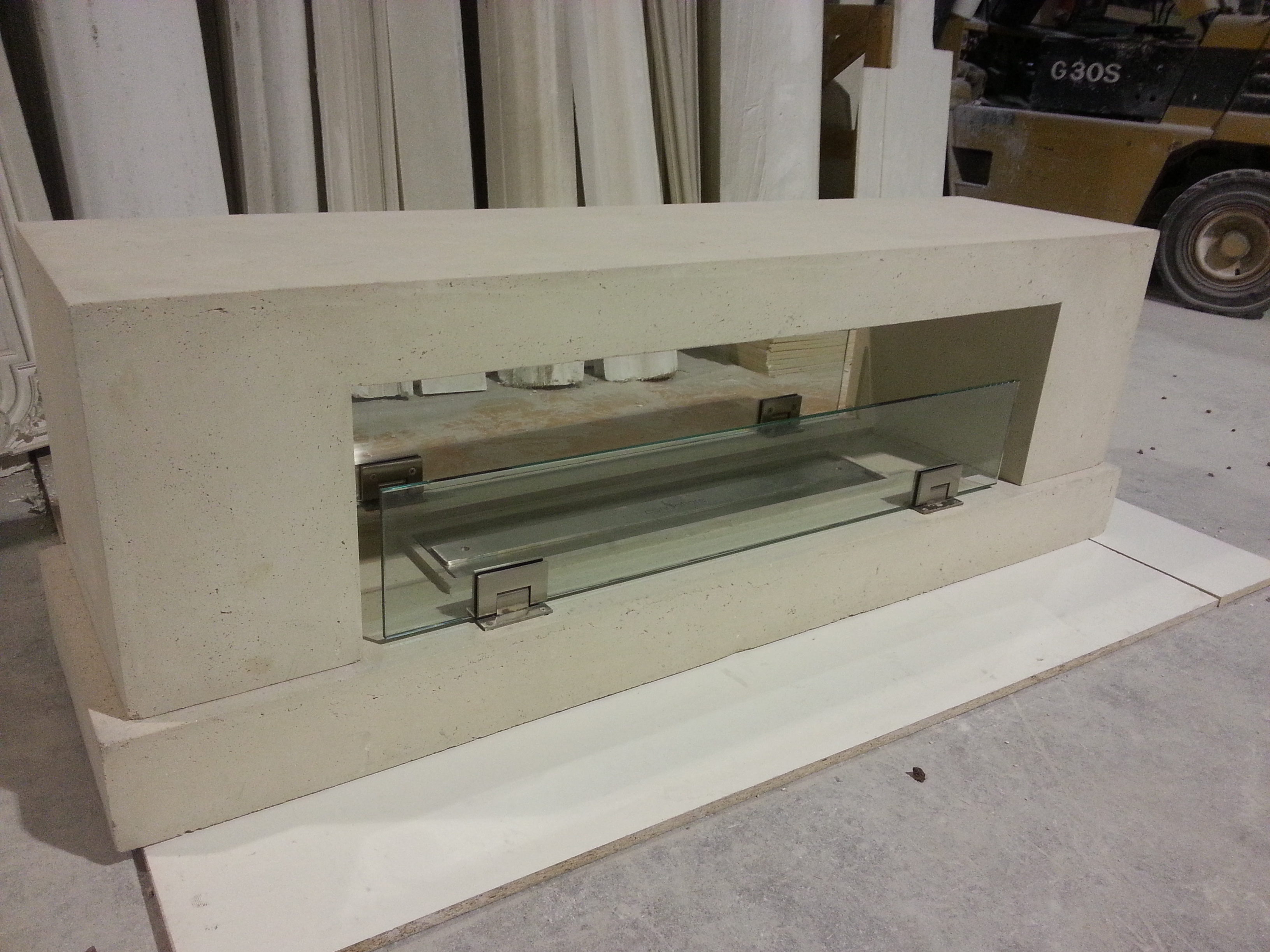 Double sided linear fireplace
