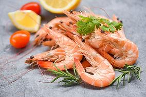 bigstock-Fresh-Shrimp-On-Dark-Plate-Wit-