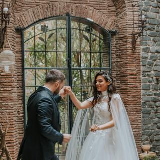 Свадьба в Италии. Жених с невестой танцу