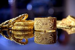 gold-desktop-celebration-jewelry