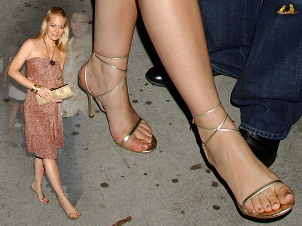 Jeri Ryan's feet