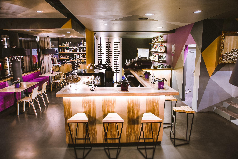 Tinto interior bar