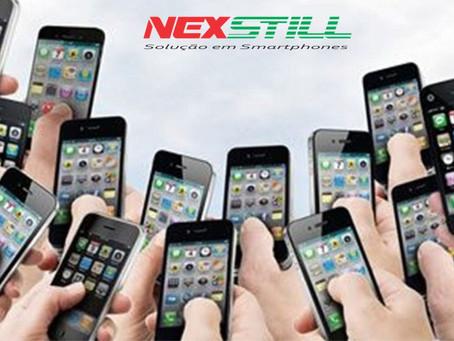 Governador de SP sanciona lei que autoriza uso de celular em sala de aula