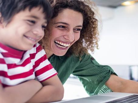 Pesquisa aponta que 91% das mães acessam redes sociais todos os dias