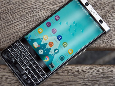 BlackBerry KeyOne é resistente, mas tem tela que 'salta' do celular [vídeo]