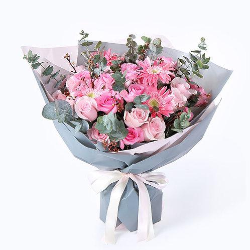 粉玫瑰+蘇醒玫瑰+粉色太陽花+尤加利葉