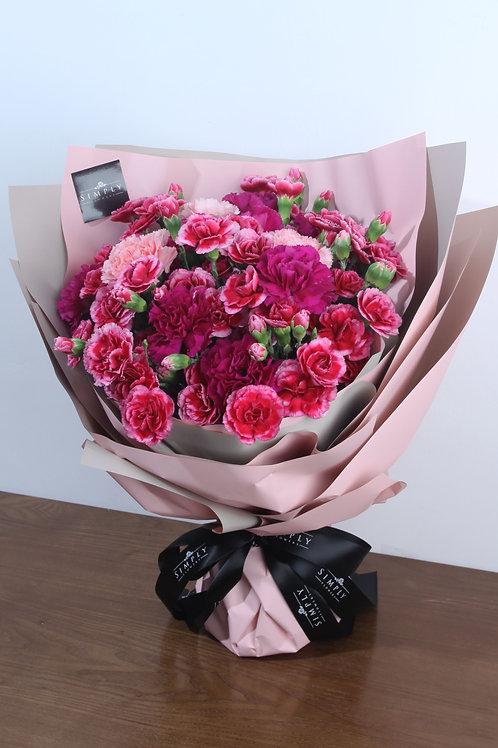 粉紅康乃馨  + 紫紅康乃馨 +混色小丁 花束