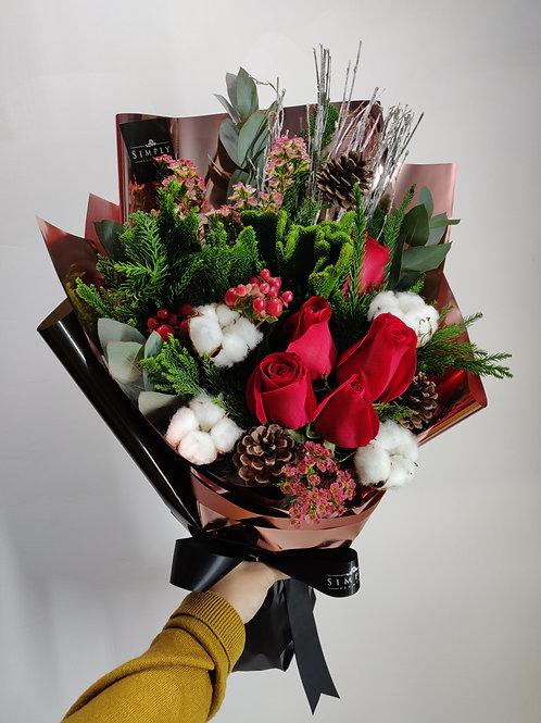 紅玫瑰 + 棉花 + 松果 + 襯花