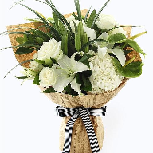 綠掌+白百合+白玫瑰 + 繡球 + 春蘭葉 花束