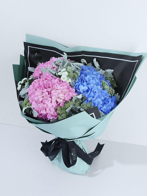 粉紅繡球 + 粉藍繡球 + 銀菊葉 + 襯花 花束
