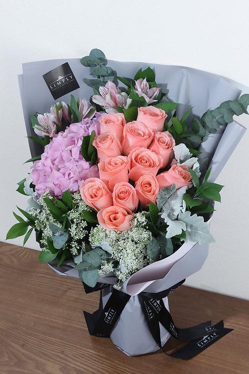庭園玫瑰 + 粉紅繡球 + 襯花 花束