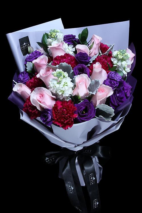 粉紅玫瑰 + 紅康乃馨 +桔梗 + 襯花