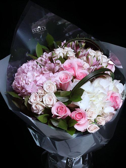 粉紅白繡球 + 粉紅奶白玫瑰 + 襯花 花束