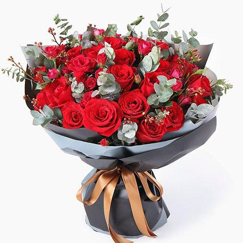 紅玫瑰+紅色薔薇+富貴子+尤加利葉